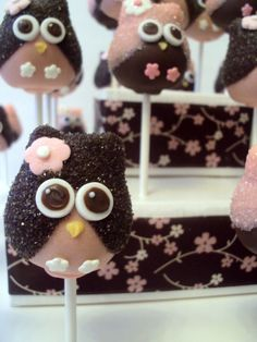 Owl cake pops.  Cute!