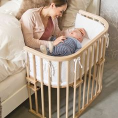 Cododo cradles: the best for sleeping with babies – little girl rooms Baby Room Furniture, Baby Room Decor, Baby Room Design, Bed Design, Baby Bedroom, Nursery Room, Colecho Ideas, Decor Ideas, Parents Room