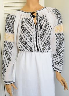 Ie Romaneasca Oltenia N - Chic Roumaine Folk Embroidery, Embroidery Patterns, Cross Stitch Patterns, Peasant Blouse, Fashion Art, Tunic Tops, Costume, Outfits, Clothes