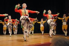 French traditional dancing encompases a huge range of geographically and culturally separate groups. At first glance there is little common ground between the hypnotic circle dances of Brittany, the graceful couple dances of central France and the wild Fandangos of the Basque Country.