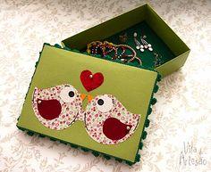 Use réguas de barrado pra decorar e reciclar caixas de papelão.  #facavocemesmo #diy #craft #artesanato #recycle #reciclagem #reguadebarrado