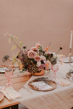 How To Host The Perfect Friendsgiving With Your Best Gal Pals Hosting Thanksgiving, Thanksgiving Table Settings, Thanksgiving Decorations, Thanksgiving Ideas, Flower Decorations, Table Decorations, Centerpieces, Christmas Tablescapes, Autumn Inspiration