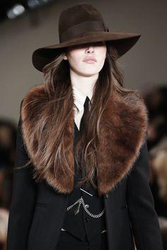 highqualityfashion:Ralph Lauren FW 15  Bonjour, nous sommes Katarina et Violeta. Nous adorons la mode. xx