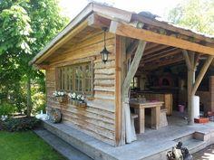 In een tuinkamer van Boomhut.nl komt het buitenleven pas echt tot zijn recht. Ontspannen in de buitenlucht met het comfort van binnen. Een tuinkamer kan worden uitgerust met een barbecue, bar, pizza-oven of open haard. De afwerking is geheel afhankelijk van uw eigen stijl; Lemen wanden of strak stucwerk, een groen dak, gebeitst of onbehandeld …