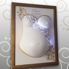 Babybauch-Gipsabdruck leuchtet mit LED-Lichterkette Ivana Irmscher Be happy Gipsabdruck Fürth www.be-happy-gipsabdruck.de