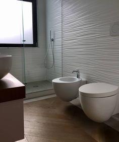 Lungotevere modern bathroom by massimiliano favalli modern Modern Bathroom Design, Bathroom Interior Design, Interior Design Living Room, Shower Remodel, Bath Remodel, Deco Zen, Shower Floor Tile, Small Toilet, Bathroom Pictures