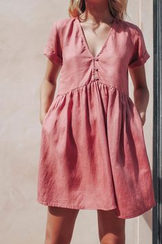 Laptop Travel Tips - The Travel Ideas Robe Baby Doll, Baby Dolls, Textiles, Couture, Dress For You, Fitness Fashion, Style Guides, Blush, Short Sleeve Dresses