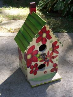 A charming birdhouse made from recycled furniture! Hand Painted Furniture, Funky Furniture, Recycled Furniture, Bird Cages, Bird Feeders, Bird Houses Painted, Garden Whimsy, Wood Bird, Decoupage