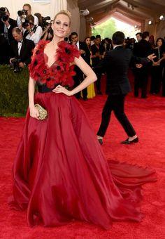 ba8c48946091 Poppy Delevingne auf der Met Gala 2015 Poppy Costume, Poppy Delevingne,  Rihanna, Beyonce
