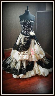Robe de mariée gothique jaune pâle et noir French Lace sur mesure fait à la main…