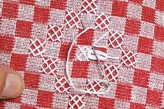 Criando Artes - Gráficos: PAP_Bordado em tecido xadrez Chicken Scratch Patterns, Chicken Scratch Embroidery, Blackwork, Embroidery Stitches, Hand Embroidery, Bordado Tipo Chicken Scratch, Crochet Lace, Hand Stitching, Gingham