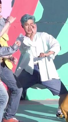 Foto Bts, Bts Memes, V Drama, J Hope Dance, Kpop Gifs, Kim Taehyung Funny, Bts Funny Moments, Bts Beautiful, Bts Face