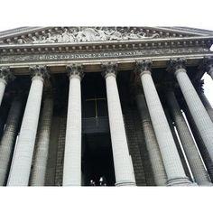 『ギリシャ神殿風の巨大な教会』by AAAIKOさん