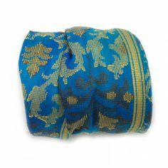 Shanti wraps zijn gemaakt van puur zijde sari randen, soms wel 50 jaar oud. Van elke Shanti hebben we er maar maximaal drie, op is op. Het is bijna niet op foto weer te geven hoe mooi en fijn deze sari randen zijn, bovendien dragen ze heerlijk zacht. De armband maakt een mooie ondergrond voor meerdere armbanden, zgn. 'armcandy', maar draagt solo ook prima. Shanti betekent vrede, rust, kalmte en plezier. #applepiepieces