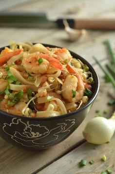pad thai z krewetkami Pat Thai, Asian Recipes, Ethnic Recipes, Kitchen Recipes, Fish And Seafood, Pasta Salad, Sushi, Food And Drink, Yummy Food
