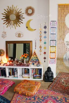 Amiable empowered meditation room design Home Page Hippy Room, Boho Room, Hippie Room Decor, Decor Room, Indian Bedroom Decor, Dorm Room Themes, Wall Decor, Zen Room, Aesthetic Room Decor
