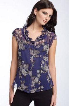 blusa floreada, muy femenina y elegante en tejido de gasa.