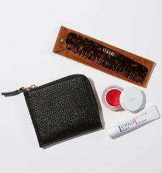 ミニ財布から愛用コスメまで。エディターのバッグの中身を拝見 in 2020 What In My Bag, What's In Your Bag, Inside My Bag, Pouch, Wallet, You Bag, My Bags, My Style, Leather