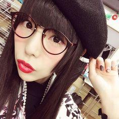 KERA発売中です✨ . 今回のスタイリングもめちゃかわゆいので是非チェックしてね〜💕 . . . #kera #ケラ #25dノスゝメ #2halfdimension #harajuku #tokyo #japan ##fashion #dempagumi #でんぱ組 #めがね #👓 #💄 #lip #💋 #hello #japanese #姫毛 #りさちー #相沢梨紗