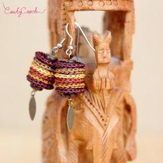 Boucles d'oreilles marrons au crochet et breloque métal, Boucles ethniques chic, Bijou textile tribal, Boucles hypoallergéniques mode boho - Par CandyCroch'