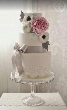 Beautiful cake with pink peony.