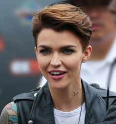 Ruby Rose uploaded by Tania on We Heart It - Kurz haare Tomboy Hairstyles, Pixie Hairstyles, Pixie Haircut, Cool Hairstyles, Ruby Rose Hairstyles, Haircuts, Haircut Short, Short Hair Cuts, Short Hair Styles