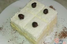 Lahodné kokosové kostky s vanilkovým pudinkem, zdobené jádrem z lískového ořechu obalené v hořké čokoládě. Autor: Kvietok Tiramisu, Rum, Cheesecake, Pudding, Sweet, Food, Author, Candy, Cheesecakes
