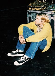 Shared by Find images and videos about grunge, nirvana and kurt cobain on We Heart It - the app to get lost in what you love. Nirvana Kurt Cobain, Kurt Cobain Style, Kurt Cobain Photos, Banda Nirvana, Nirvana Songs, Kurk Cobain, Pretty People, Beautiful People, Kurt And Courtney
