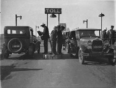 Opening of the Sydney Harbour Bridge; the first cars at the toll bar, 1932 Historical Images, Sydney Harbour Bridge, Sydney City, Sydney Australia, Car Photos, Old Pictures, Melbourne, Brisbane, The Past