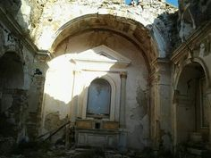 L'interno della Chiesa Gesu e Maria Antico Poggioreale (TP) New City, Ghost Towns, Italian Recipes, Roots, Memories, Memoirs, Souvenirs, Remember This