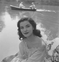 May 2020 - Actresses from the Golden Age of Entertainment 1900 - 1960 *. See more ideas about Actresses, Old hollywood and Hollywood. Old Hollywood Glamour, Vintage Glamour, Vintage Hollywood, Vintage Beauty, Classic Hollywood, Vintage Fashion, Mode Vintage, Vintage Ladies, Vintage Photographs