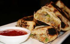 Vegetable Roti - like Shamika made Spicy Recipes, Cooking Recipes, Palak Paratha, Indian Flat Bread, Sri Lankan Recipes, Food Plus, Paratha Recipes, Tasty, Meals