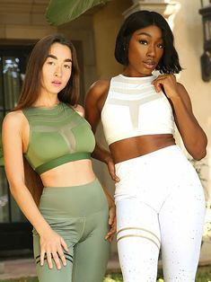 Add a touch of style to your basic routine by wearing Savoy Active Huntington Sports Bra in olive green delivers form fitting compression with stylish design. Legging Sport, Sports Leggings, Vert Olive, Olive Green, Striped Leggings, Sleek Look, Range Of Motion, Workout Tops, Body Con