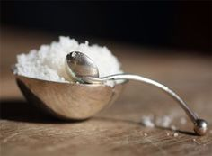 How to make sea salt.from the sea! Much more nutritious than regular salt. Add kelp for even more power. Diy Cleaning Products, Cleaning Solutions, Cleaning Hacks, Things That Go Together, Salt And Ice, Salt Pig, Secret House, Diy Skin Care, Home Hacks