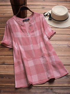 Vintage Plaid V-neck Short Sleeve Loose Shirts look not only special, but also they always show ladies' glamour perfectly and bring surprise. Come to NewChic to choose the best one for yourself! Fashion Show Dresses, Stylish Dresses, Blouse Styles, Blouse Designs, Casual Fashion Trends, Vestidos Vintage, Embroidery Fashion, Loose Shirts, Look Fashion