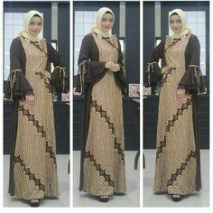 Image may contain: 3 people Batik Fashion, Abaya Fashion, Fashion Dresses, Model Dress Batik, Batik Dress, Muslim Women Fashion, Womens Fashion, Dress Batik Kombinasi, Batik Muslim
