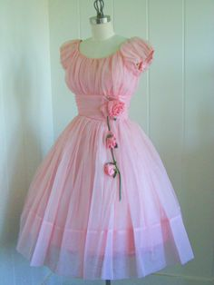 Love This . The 50's had such cute dresses.