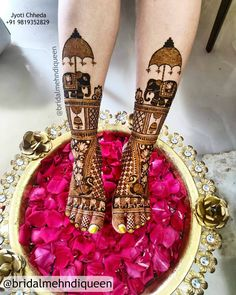 While those minimal bridal feet mehndi designs look super flamboyant, and somehow, the charm of the timeless leg mehndi designs is unparalleled. Wedding Henna Designs, Engagement Mehndi Designs, Basic Mehndi Designs, Mehndi Designs Feet, Latest Bridal Mehndi Designs, Legs Mehndi Design, Mehndi Designs For Girls, Mehndi Design Photos, Latest Mehndi Designs