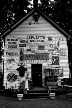 Antique Signs Barn by ~xXxDannyxXx on deviantART Old General Stores, Old Country Stores, Vintage Tins, Vintage Love, Vintage Stores, Vintage Photos, Advertising Signs, Vintage Advertisements, Antique Signs