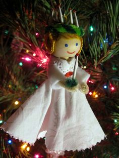 Little Clothespin Doll Ornaments ornament ideas, Mandi Armfield, ornament ideas Kleidung Pin Puppe Ornamente Source by . Christmas Ornaments To Make, Christmas Angels, Christmas Crafts, Christmas Decorations, Christmas Raindeer, Christmas Lights, Christmas Activities, Christmas Projects, Holiday Crafts