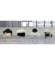 Islandske Lammeskind - stolehynder Eclectic Design, Interior Design, Eclectic Living Room, Home Reno, Home Furniture, House Design, Decor, Nest Design, Decoration