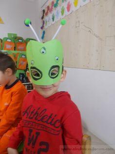 """Uzaylı maskelerimiz :) """"Kalıplı ve oyunlu"""" - Okul Öncesi Etkinlik Kaynağınız Martini, Ronald Mcdonald, Shapes, Halloween, Drama, Diy, Character, Animals, Carnival"""