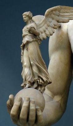 Niké, deusa da vitória apoiada por Zeus.