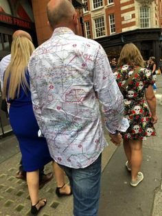 I'll never get lost in London again – Odd Stuff Magazine Elmo, Weird Pictures, You Gave Up, Image Macro, Vera Bradley Backpack, Nice Tops, One Pic, London, Pure Products