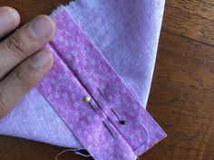 Cómo hacer un corazón de tela | Gineceo Earring Tutorial, Diy Tutorial, Fabric Hearts, Fabric Ornaments, Felt Birds, Heart Ornament, Fabric Scraps, Couture, Embroidery Patterns