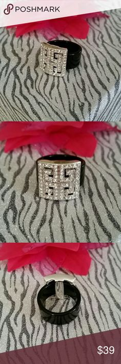 Sale!!! New beautiful ring Brand new, stylish beautiful ring, size 8. No brand Jewelry Rings