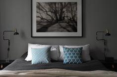 From Elle Decoration UK , via Love Nordic . Apartment Renovation, Apartment Design, Interior Design Color Schemes, Galvanized Decor, Cute Living Room, Dark Grey Walls, World Decor, Scandinavian Apartment, Home Bedroom