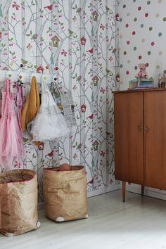 .............. P I I R T O ..............: Tyttöjen huoneen uudet tapetit