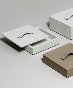 Our leather boxes, to take care of your most precious goods.