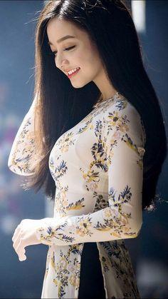 Vietnamese Traditional Dress, Vietnamese Dress, Traditional Dresses, Ao Dai, Vietnam Girl, Le Jolie, Beauty Full Girl, Beautiful Asian Women, Asian Fashion